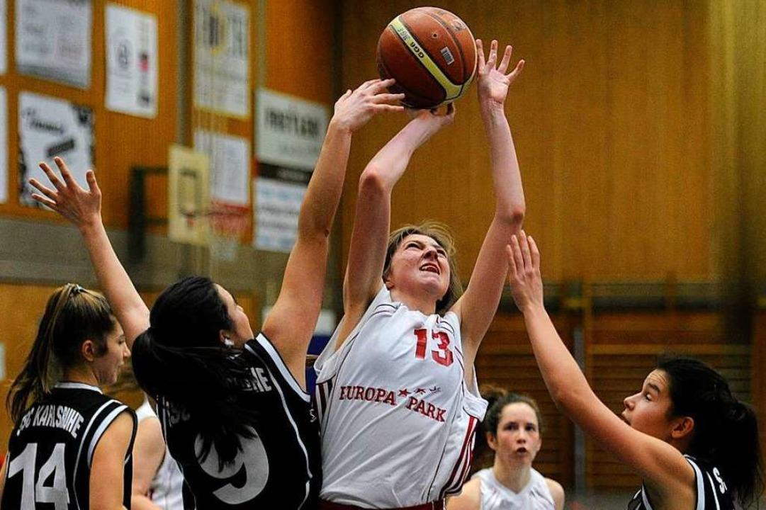 Alina Schneider (Nummer 13) ist die  Leistungsträgerin bei der BG Ettenheim.  | Foto: Pressebüro Schaller