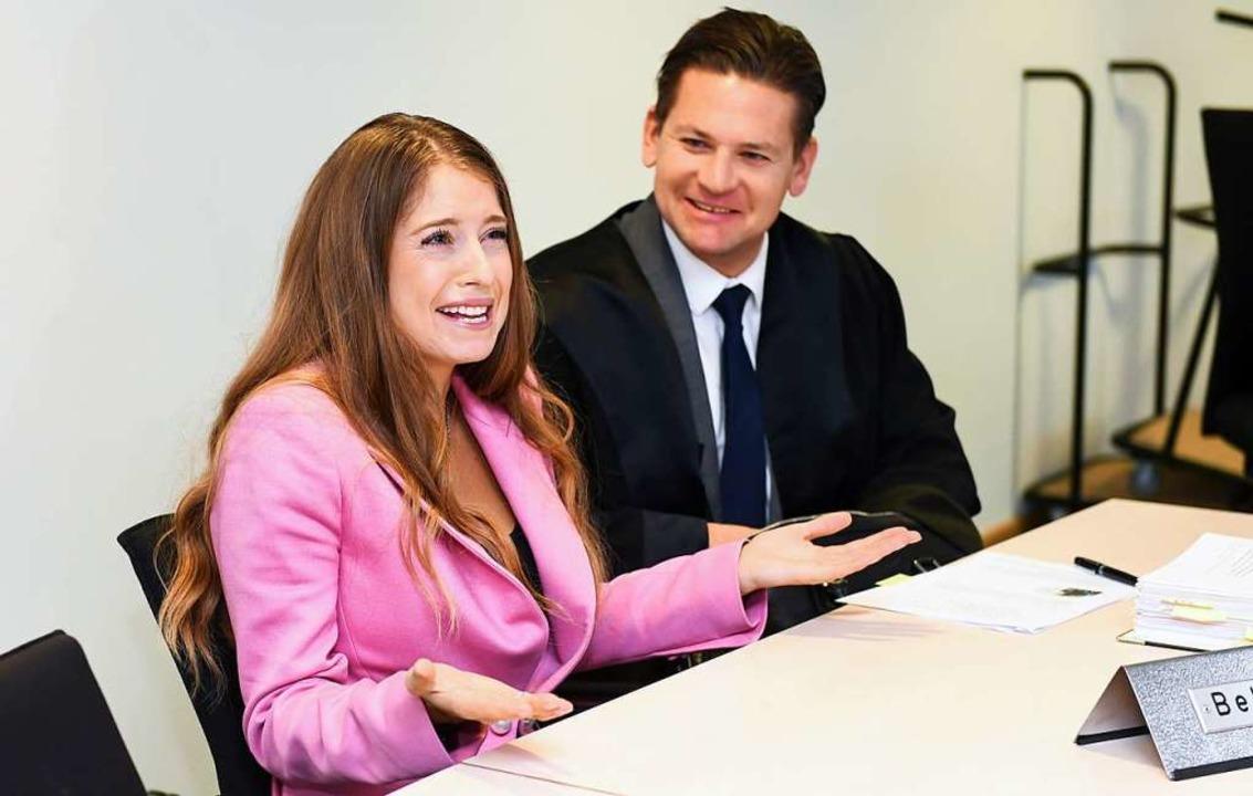 Cathy Hummels und ihr Anwalt Christian Oliver Moser.  | Foto: dpa