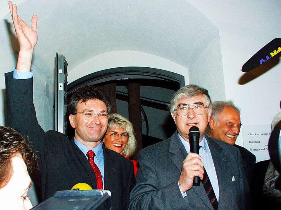 Rolf Böhme  bei der Bekanntgabe des Wa...Nachfolger Dieter Salomon im Jahr 2002    Foto: Ingo Schneider