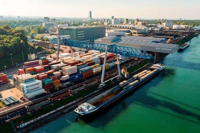 Niedrigwasser verhindert Rekord für Schweizerische Rheinhäfen