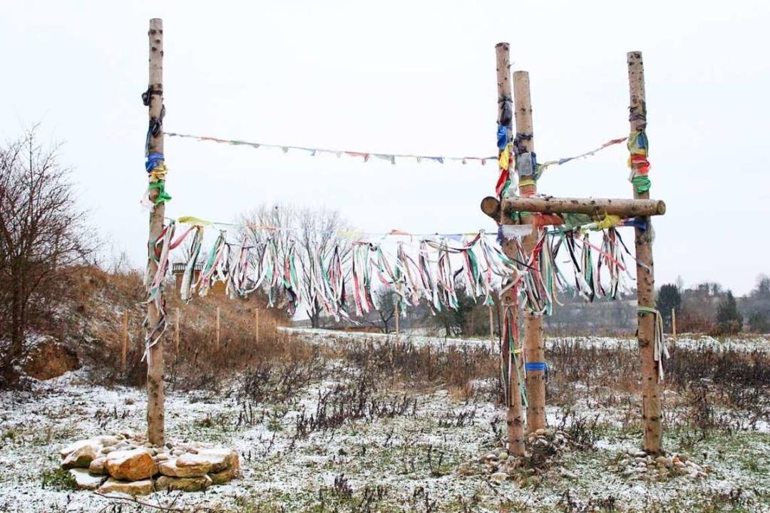 """Der """"Owo"""", eine schamanische Ritualstelle, darf stehen bleiben.    Foto: Joshua Kocher"""