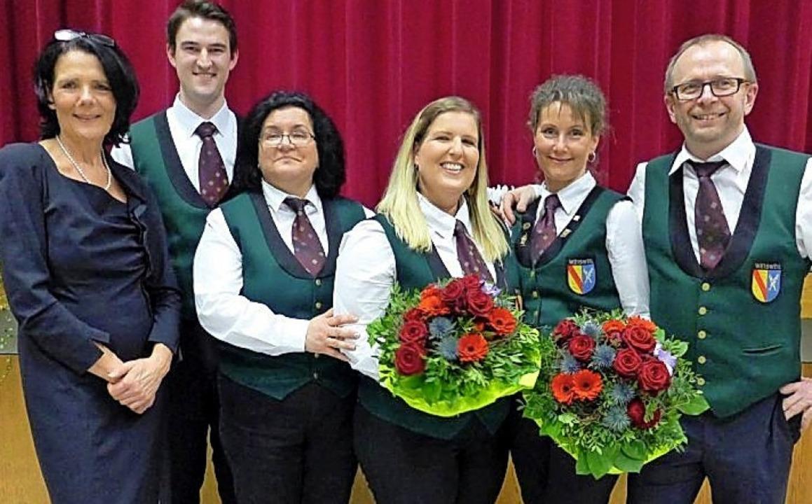 Tanja Klank (3. von r.) und Doris Ehrl...äfer und Markus Nickola gratulierten.     Foto: Jürgen Kuri