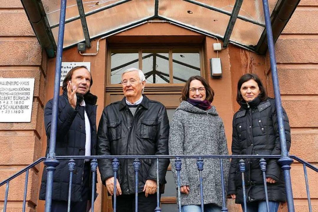 Uwe Birk (Bauwert), Jörg Uffelmann (Re...r Kita im ehemaligen Reichswaisenhaus.  | Foto: Mark Alexander