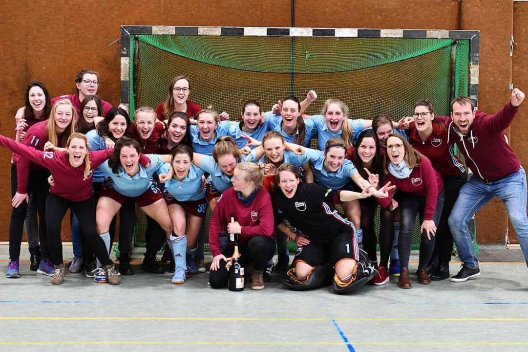 Mit Mann und Maus: der weibliche Hockeykader der FT 1844.  | Foto: Achim Keller