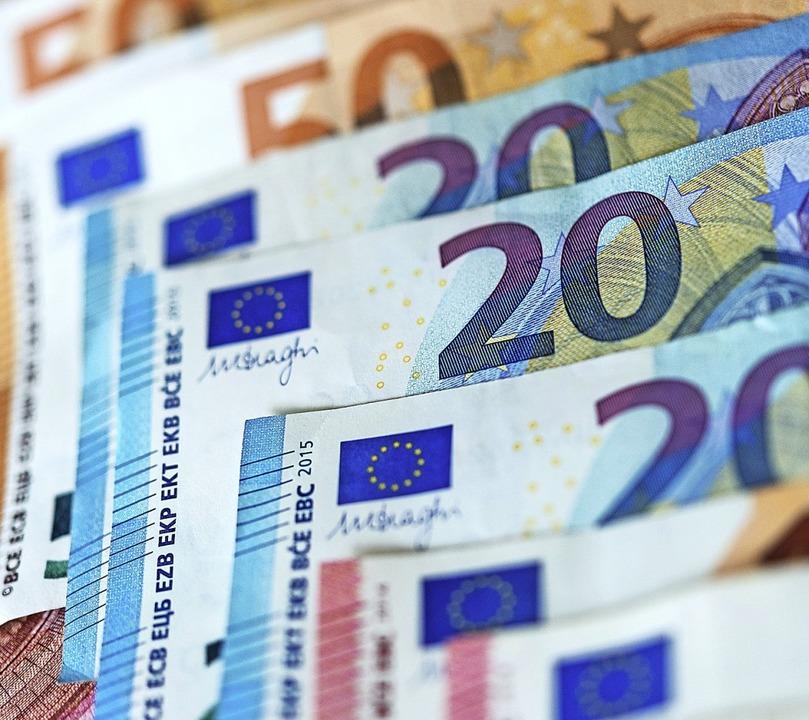 Genügend Geld für einen ausgeglichenen...ach laut Haushaltsplan zur Verfügung.   | Foto: Monika Skolimowska (dpa)