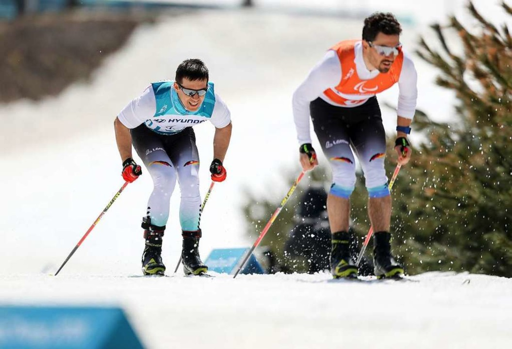 Nico Messinger (links) mit Guide Lutz ...n bei den Paralympics 2018 in Südkorea  | Foto: dpa