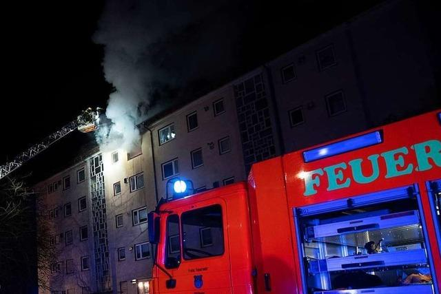 Müllheimer Wehr rettet Mann vom Balkon seiner brennenden Wohnung