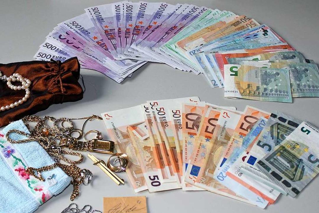 Beliebtes Diebesgut: Schmuck und Bargeld (Symbolfoto).  | Foto: polizei