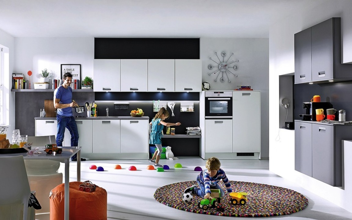 Die Wohnküche bildetbereits in vielen Häusern das Herz des Zuhauses.  | Foto: häker küchen/Daniel Maurer (dpa)
