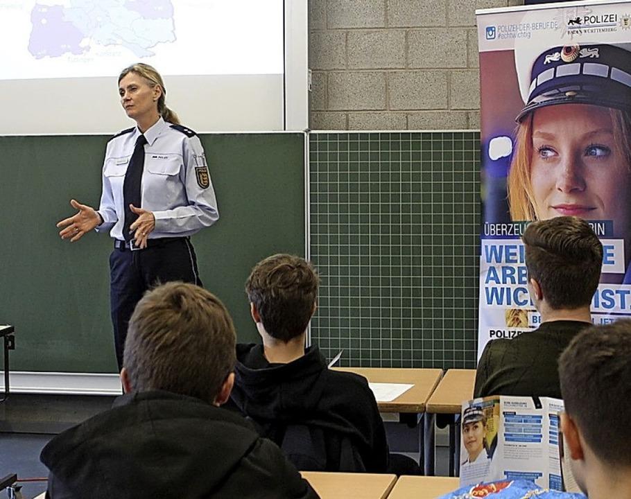 Silvia Awenius erzählte beim Bena-Tag  von ihrem Job als Polizistin.    Foto: T. Ogando