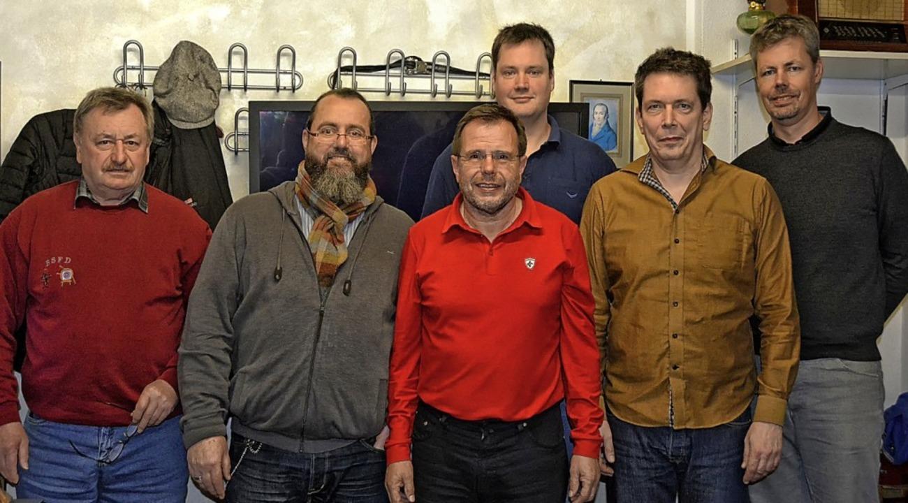 Das neue Ehrenmitglied Herbert Sinz (l...s Heiß und Malte Lewerenz (von links)     Foto: Pinkawa