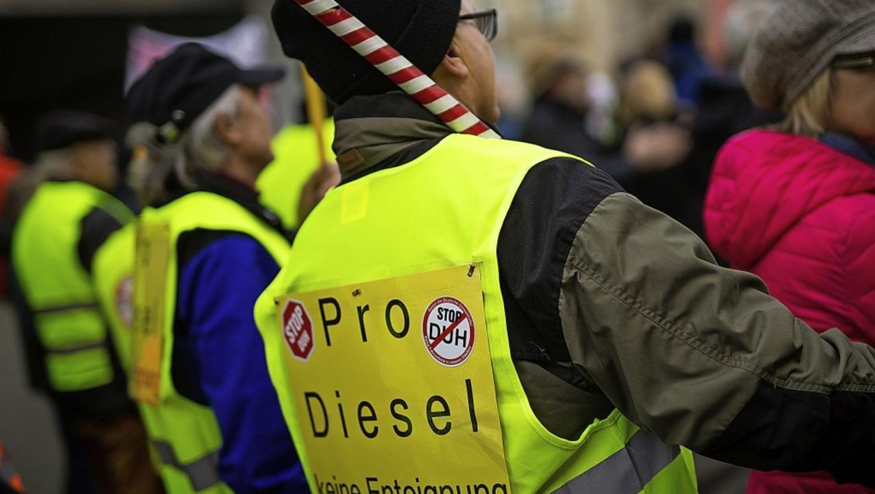 Diesel-Fahrverbote stoßen mitunter auf heftigen Protest.   | Foto: DPA
