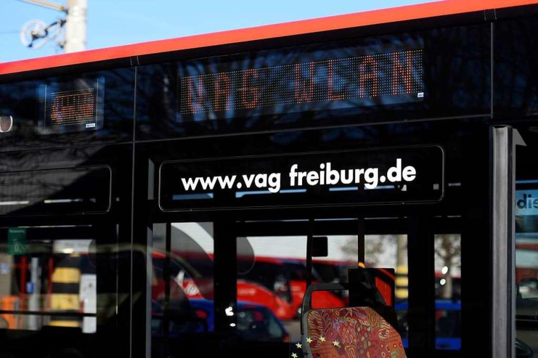 Am Mittwoch präsentierte die VAG die ersten vier Busse mit WLAN.  | Foto: Thomas Kunz