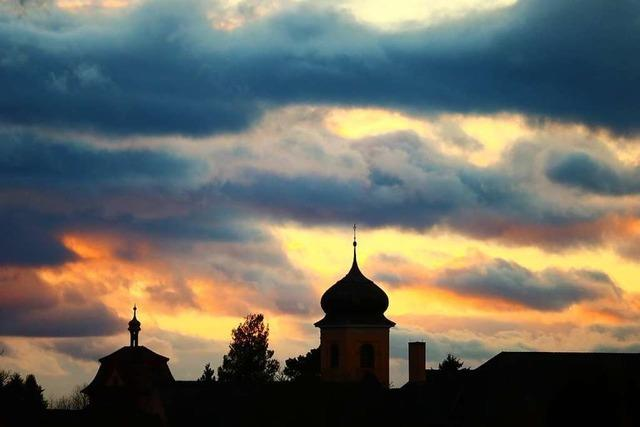 Dunkle Farben am Himmel in Heitersheim
