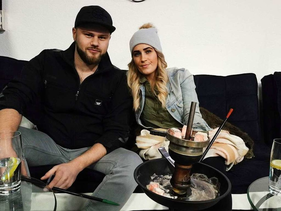 Nikita Eser und Marina Reichwein im Mak-Café  | Foto: Anika Maldacker