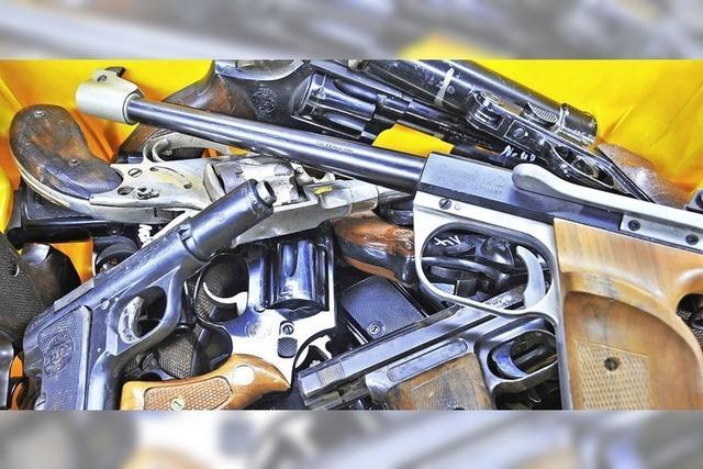 Waffenarsenal in der Werkstatt