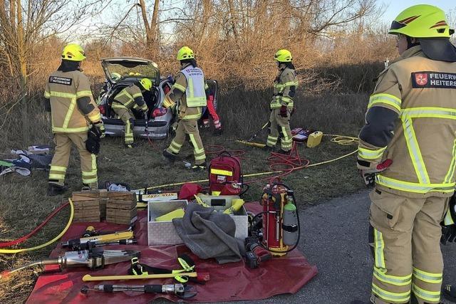 Feuerwehr befreit Fahrerin