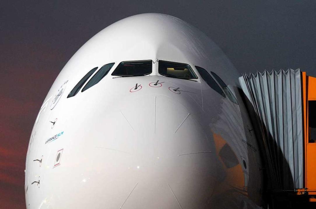 Ein echt großes Flugzeug: Cockpit des A380   | Foto: AFP