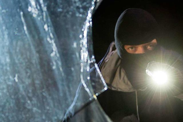 Eingeschlagene Scheibe deutet auf Einbrecher