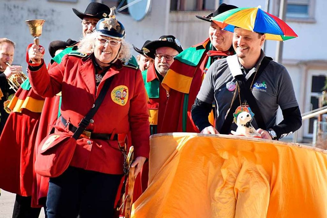 Beatrix I. führt den Delinquenten ab.  | Foto: Hildegard Siebold