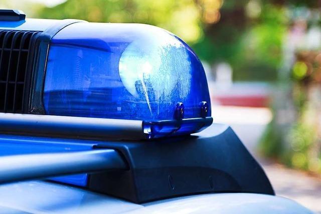 Unbekannte schlagen in Brombach beide Autoscheiben der Beifahrerseite ein