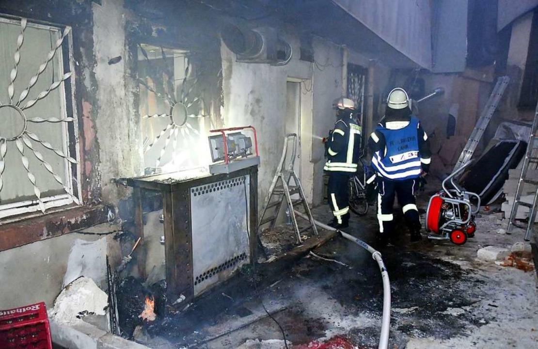 An der Gebäuderückseite ist der Brand vermutlich entstanden.    Foto: Wolfgang Künstle