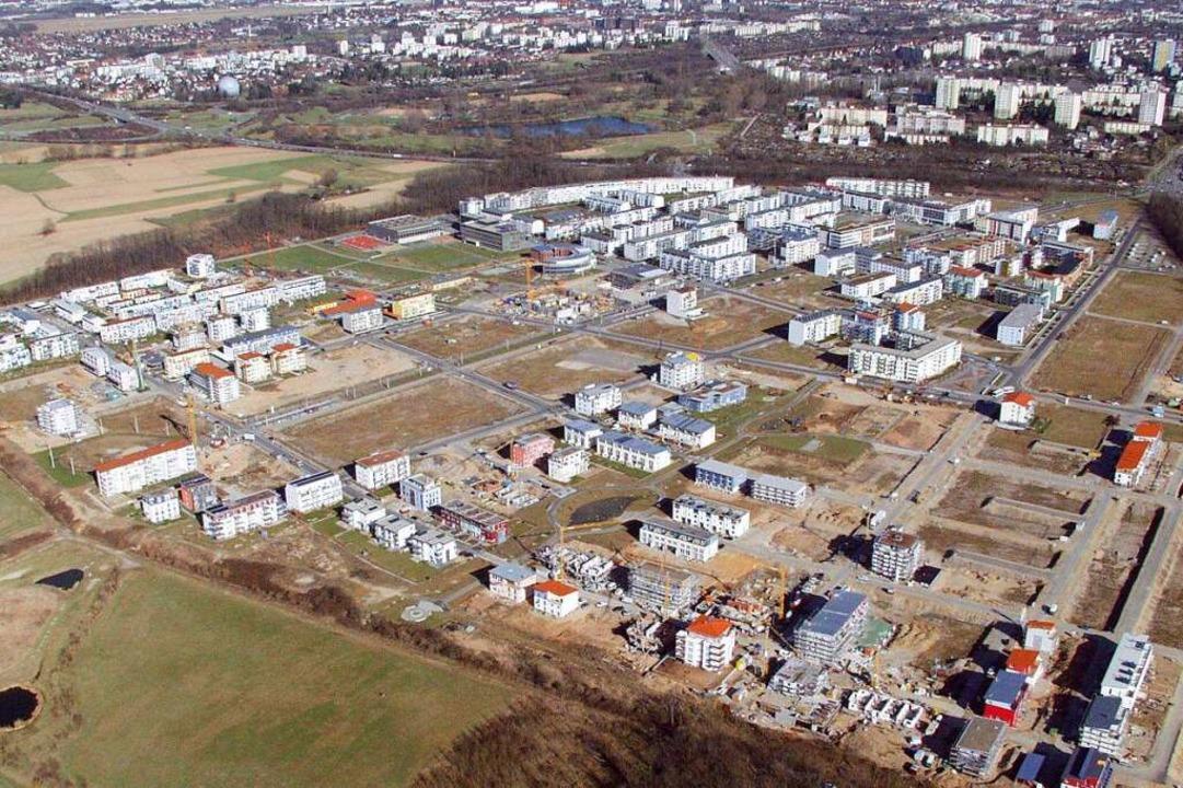 Der Stadtteil Rieselfeld im Jahr 2003,...eplanten, neuen Baugebiets Dietenbach.  | Foto: Brigitte Sasse
