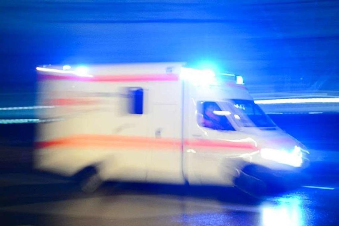 Die Fahrer des Rettungswagens sagen, dass sie auf ihrer Fahrt behindert wurden.    Foto: dpa