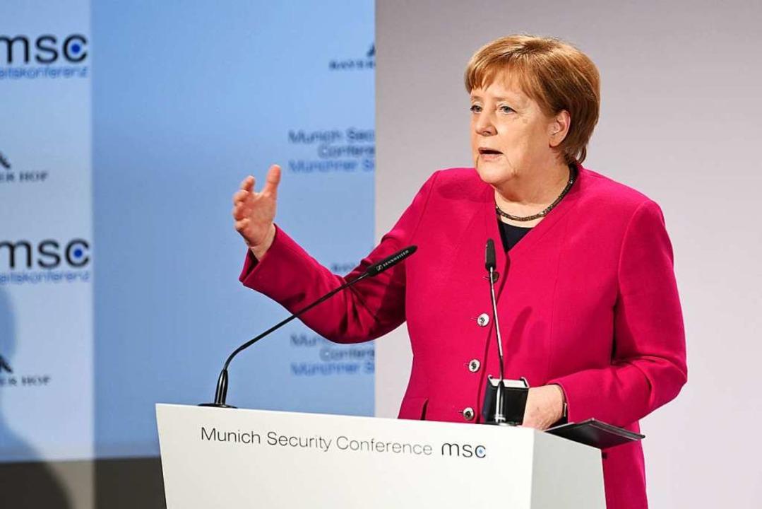 Bundeskanzlerin Angela Merkel (CDU) sp...iten Tag der 55. Münchner klare Worte.  | Foto: dpa