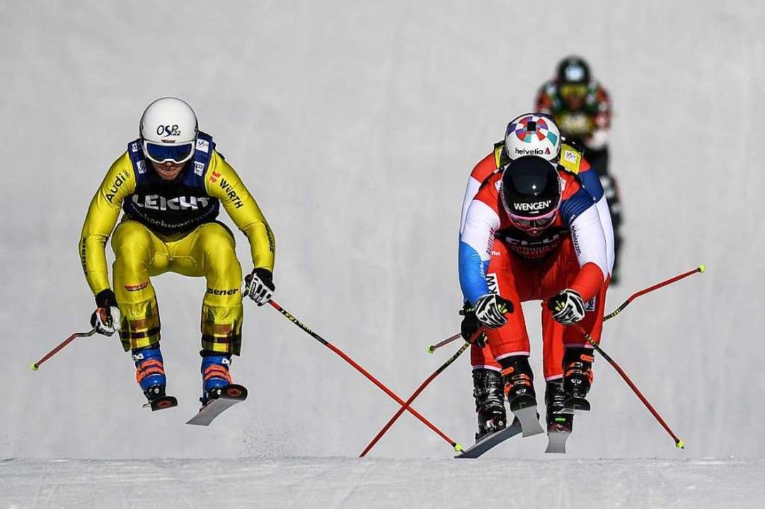 Florian Wilmsmann (links) aus Deutschl...der Schweiz fahren im Finale ins Ziel.  | Foto: dpa
