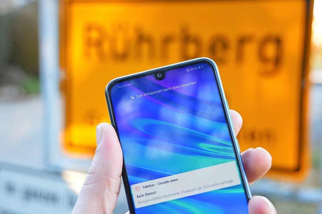 Mit dem Mobiltelefon hat man auf dem Rührberg kaum Empfang.  | Foto: Horatio Gollin