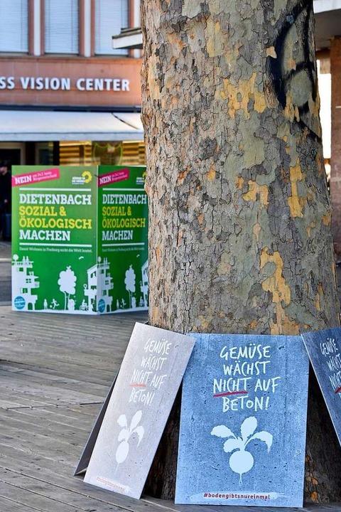 Gegner und Befürworter des geplanten Stadtteils Baum an Baum.  | Foto: Michael Bamberger