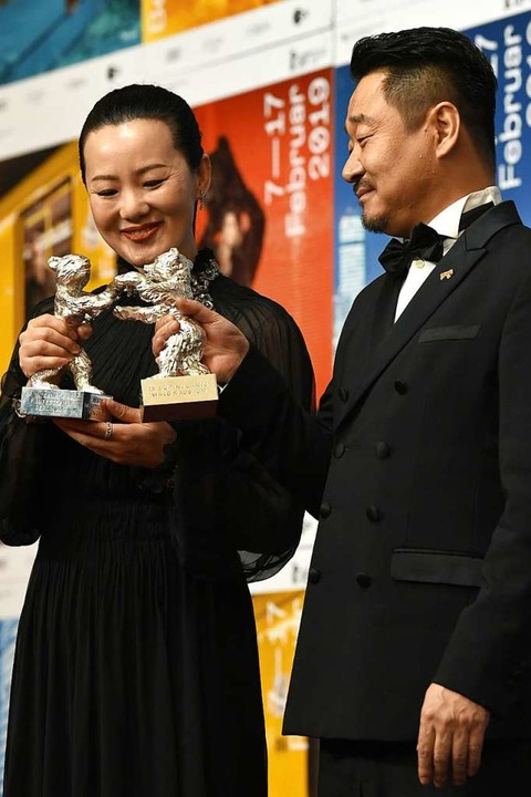 Die Silbernen Bären für die beste Dars...;: Yong Mei (links) und Wang Jingchun.  | Foto: dpa