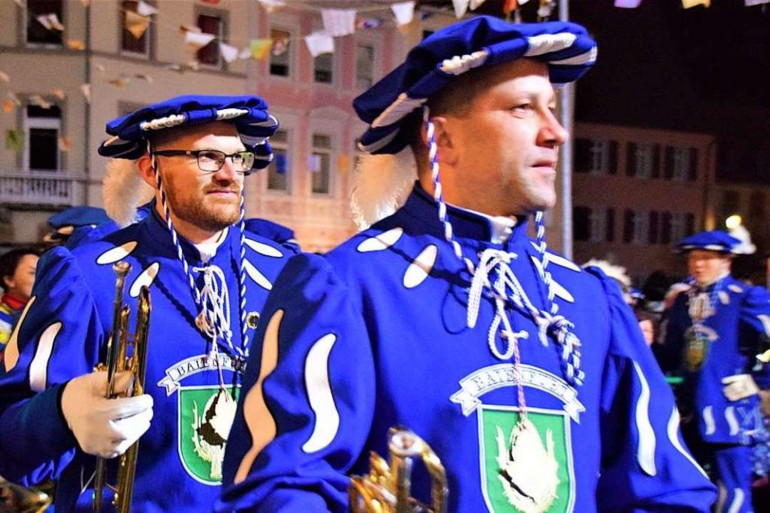 Der  Fanfarenzug Baienfurt war mit seinen blauen Trachten ein echter Hingucker.    Foto: Hildegard Siebold