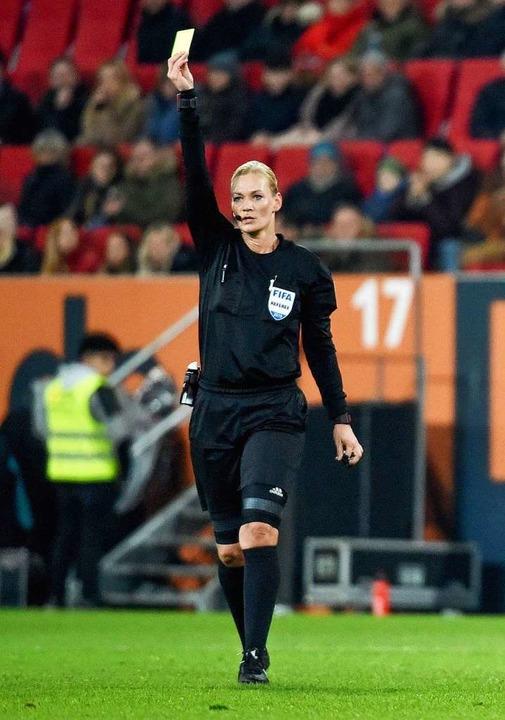 Schiedsrichterin Bibiana Steinhaus  | Foto: dpa