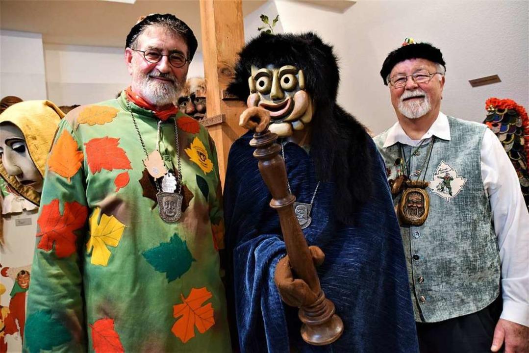 Die Macher der Maskenschau Alt-Zunftra...ks) und Zunft-Archivar Gerhard Rohrer.  | Foto: Hildegard Siebold