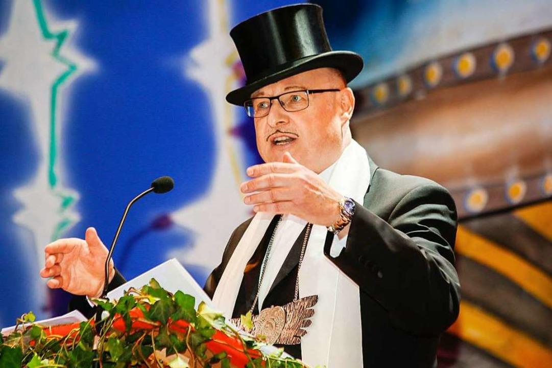 Klaus Märker nahm die Politik ins Visier.    Foto: Sandra Decoux-Kone