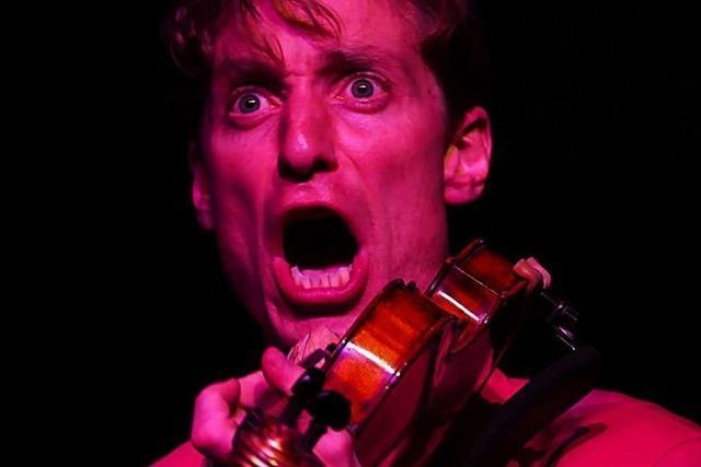 Musik, Kabarett, Akrobatik im Haus der Volksbildung – und alles aus der Schweiz