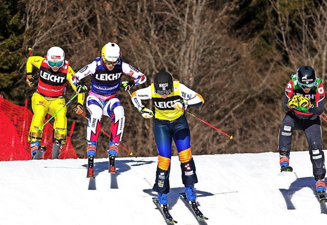 Vorletzter Sprung vor dem Ziel: Daniel...inten) landete am Sonntag auf Rang 14.  | Foto: Wolfgang Scheu