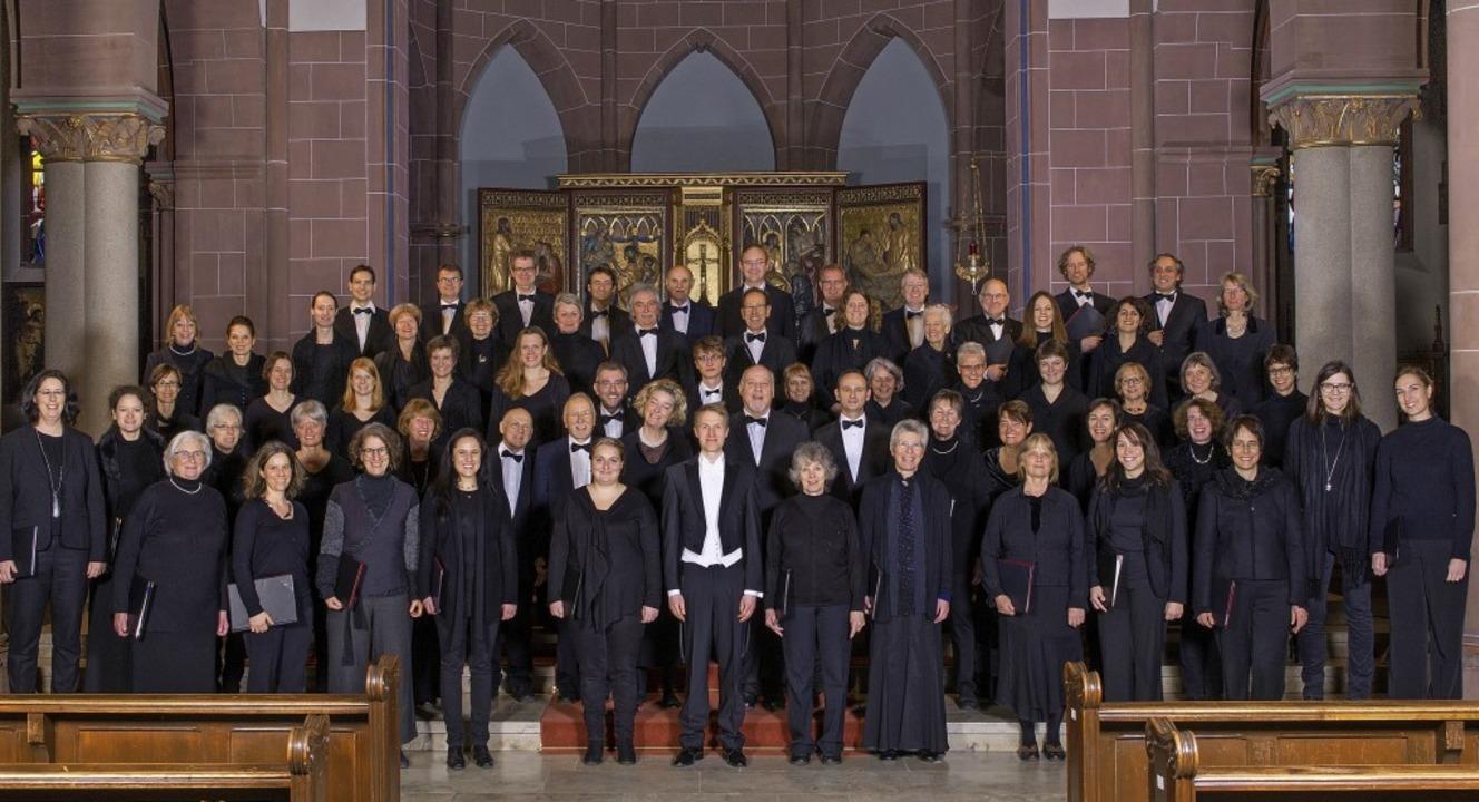 Auf Gouvys Spuren: der Deutsch-Französ...Chor und Moritz Herzog (Mitte, vorne)   | Foto: S.K.U.B. Fotostudio