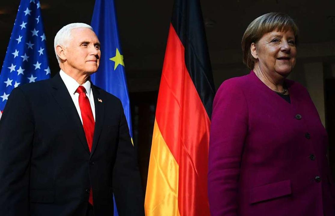 US-Vizepräsident Mike Pence und Angela... bei der Münchner Sicherheitskonferenz  | Foto: AFP