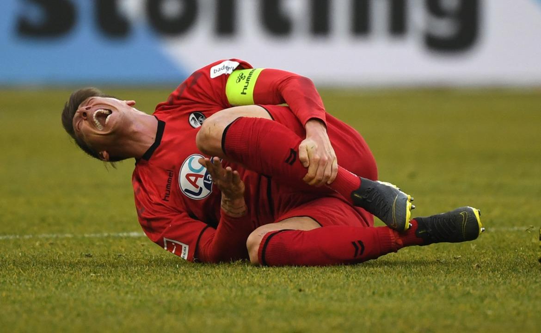 Mike Frantz krümmt sicher vor Schmerzen.  | Foto: Ina Fassbender