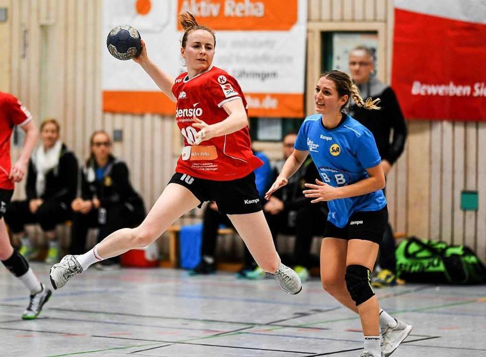 Beständige Leistungsträgerin: Rebecca ...gen die Rivalinnen vom SV Allensbach.   | Foto:   SEEGER