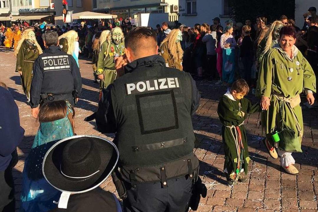 Die Polizei im Einsatz  | Foto: Jonas Hirt