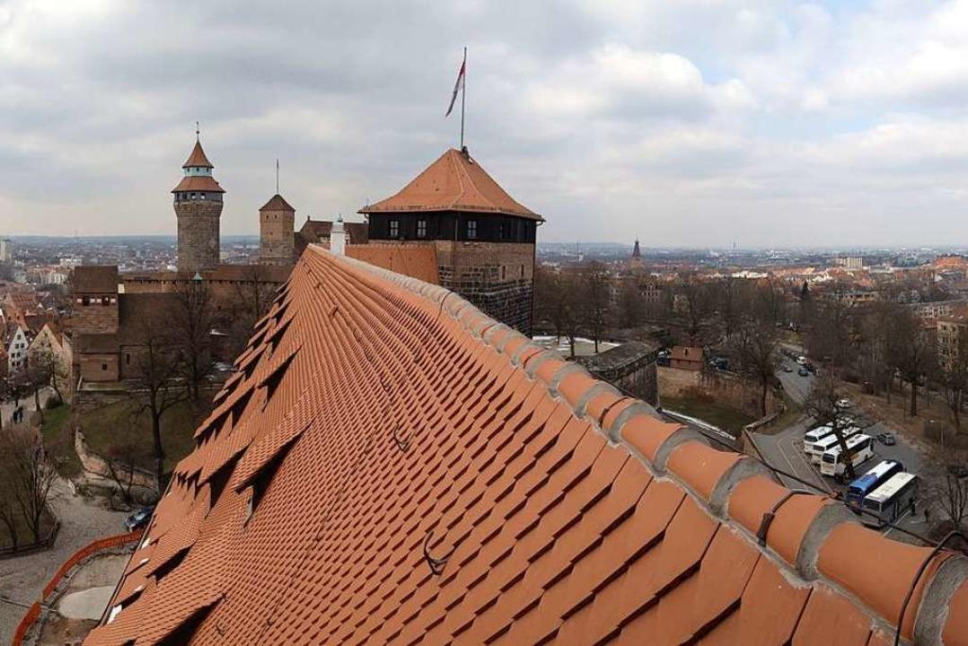 Spektakulärer Blick zur Burg und über ...mer der Jugendherberge Kaiserstallung.  | Foto: Anselm Bußhoff