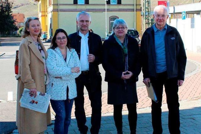 Kleine Demo gegen geparkte Güterzüge in Efringen-Kirchen