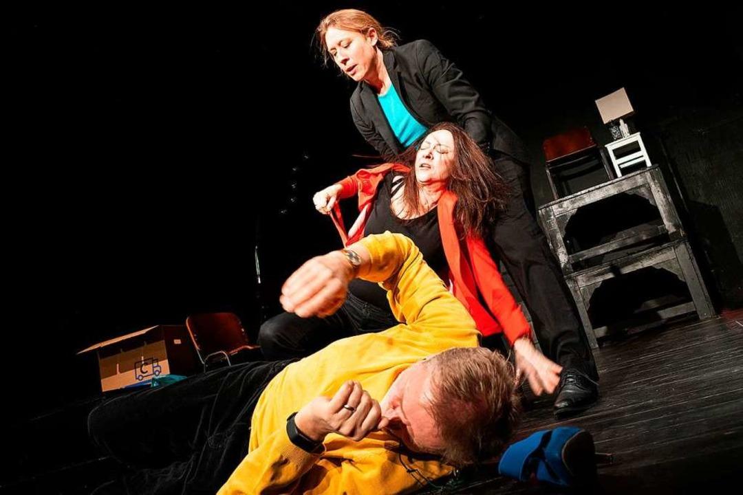 Hier geht's zur Sache: Kyra Lipp...inger, Andreas von Studnitz (von oben)  | Foto: Mathias Lauble