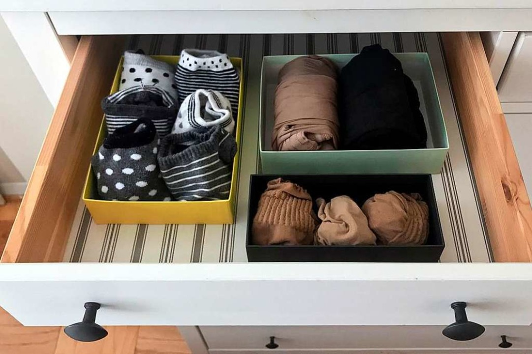 Eine im Sinne von Marie Kondo perfekt ...te Schublade. Nur: Wer will so leben?   | Foto: AFP