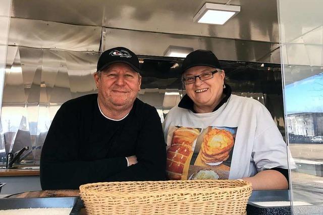 Verborgene Theken: Koncz Kürtös Imbiss auf dem Wochenmarkt Rieselfeld