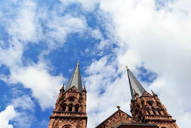 Mann begrapscht 16-Jährige an der Johanneskirche – mitten am Tag